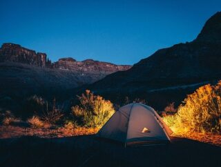 Co warto zabrać ze sobą pod namiot?