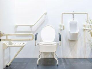 Krzesło toaletowe czy wózek toaletowy